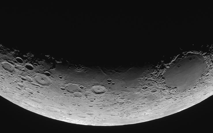 6877883-moon