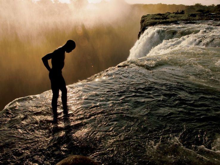 victoria-falls-zambia-griffiths_26019_990x742